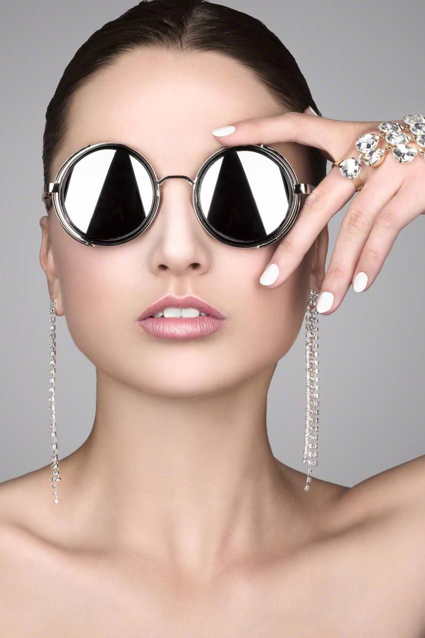 Glasses, Diamonds & Chains